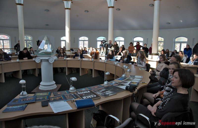 Виставка репортерської фотографії LifePressPhoto відбулася в університеті «Острозька Академія»., фото-2