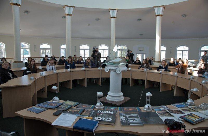 Виставка репортерської фотографії LifePressPhoto відбулася в університеті «Острозька Академія»., фото-3