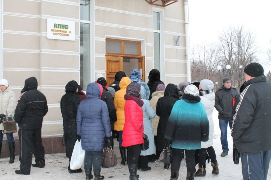 В Артемовске переселенцам выдают ваучеры на 700 гривен от Чешской гуманитарной организации, фото-1