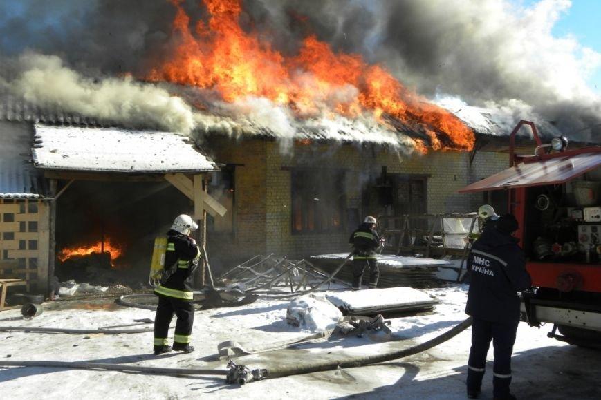 В Чернигове горели мебельные мастерские (фото) - фото 1