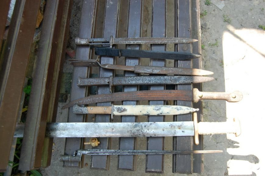 Черниговские продавцы оружия получили по 3 года, но в тюрьму пока не сядут (фото) - фото 1