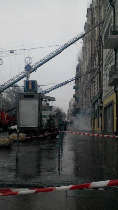Пожар в центре столицы. Под угрозой - информационное агентство «Укринформ» (ФОТО) (фото) - фото 1