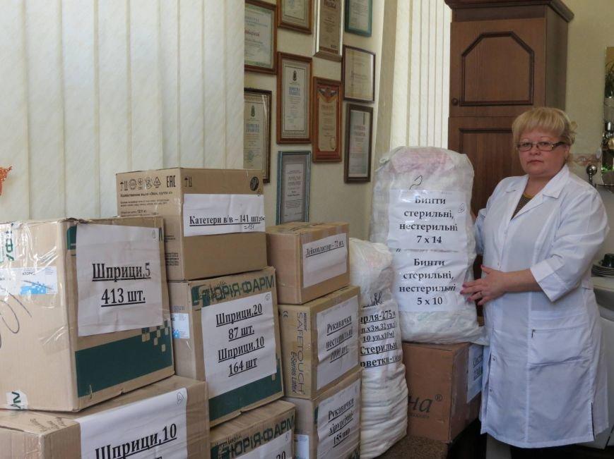 Чернівецька обласна клінічна лікарня зібрала необхідні медикаменти для поранених під Дебальцеве (фото) - фото 1