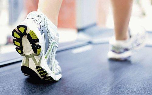 Обувь для бега должна плотно и комфортно сидеть на ноге