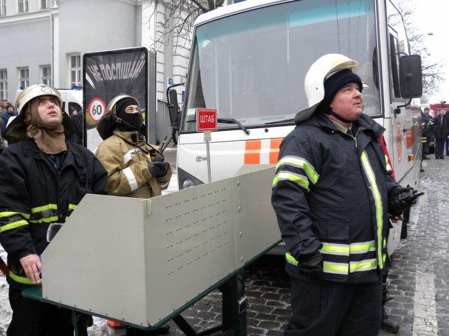 В Киеве ликвидирован масштабный пожар на улице Б.Хмельницкого, - ГСЧС (ФОТО, ВИДЕО) (фото) - фото 1