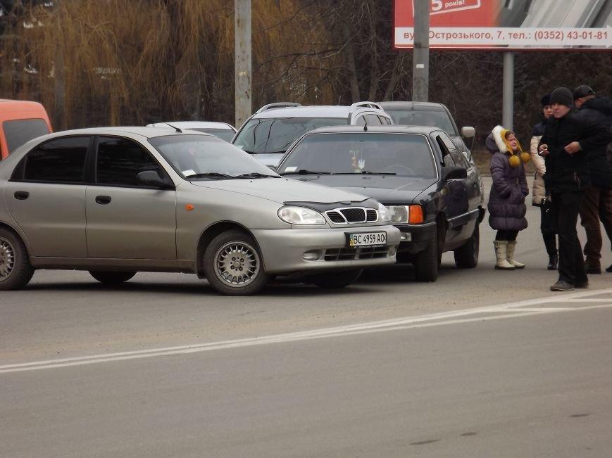 """У Тернополі зіткнулися """"Ауді"""" і """"Ланос"""" (фотофакт) (фото) - фото 1"""