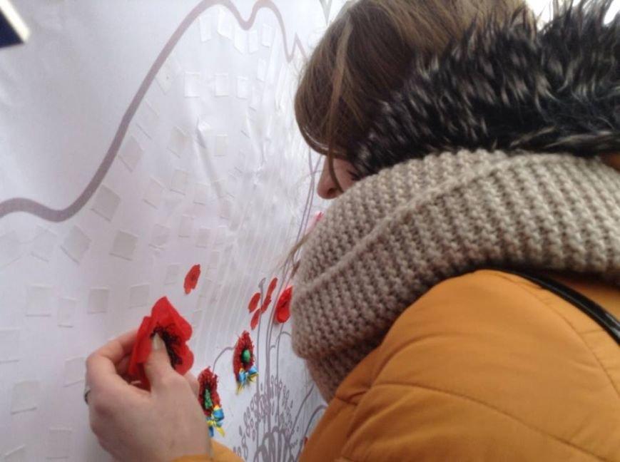 Ми збережемо віру: у Львові влаштували патріотичний флеш-моб, щоб вшанувати пам'ять Героїв Небесної Сотні, фото-6