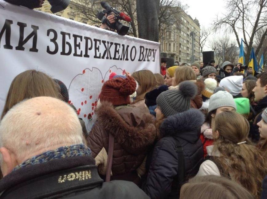 Ми збережемо віру: у Львові влаштували патріотичний флеш-моб, щоб вшанувати пам'ять Героїв Небесної Сотні, фото-5