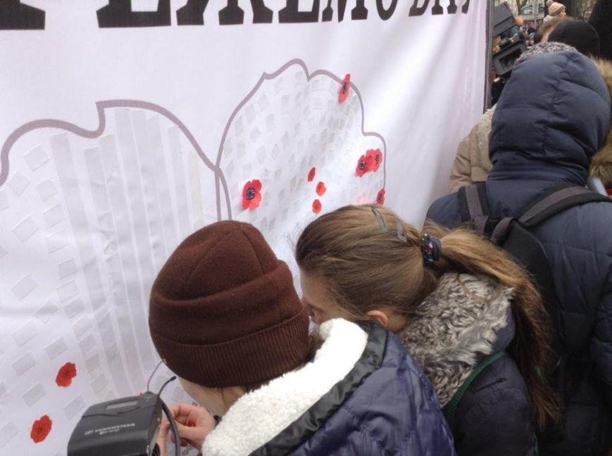 Ми збережемо віру: у Львові влаштували патріотичний флеш-моб, щоб вшанувати пам'ять Героїв Небесної Сотні, фото-4