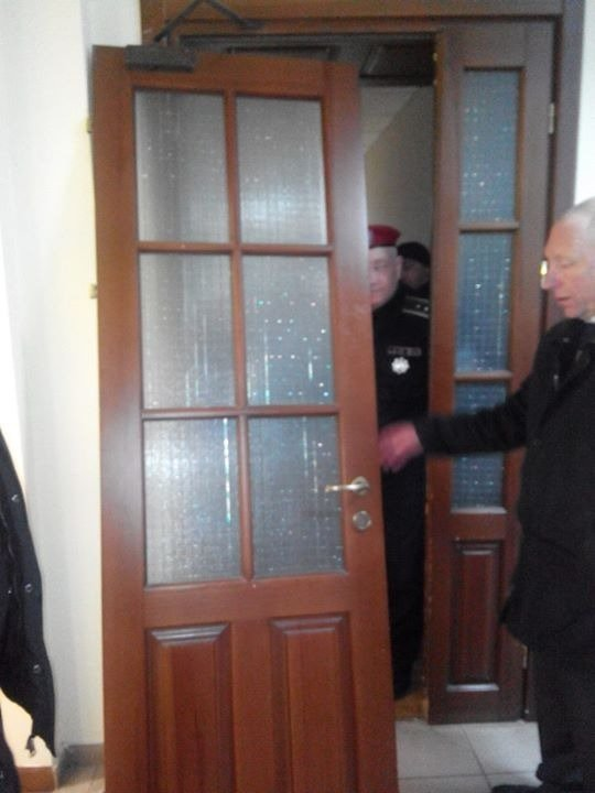 В Киеве «студенты-профсоюзники» разгромили офис «Киевпастранса» (фото) - фото 1