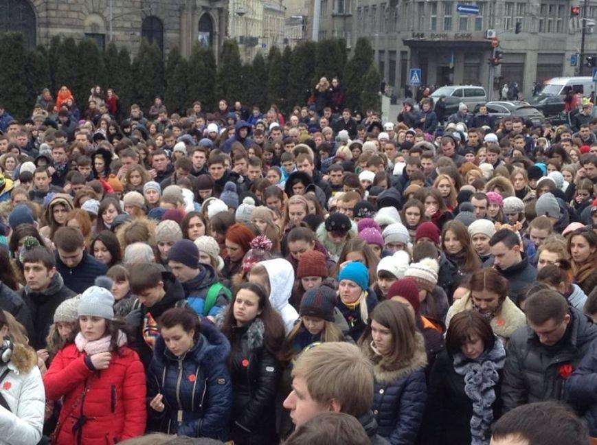 У Львові вшанували пам'ять Героїв Небесної Сотні (ФОТО+ВІДЕО), фото-1
