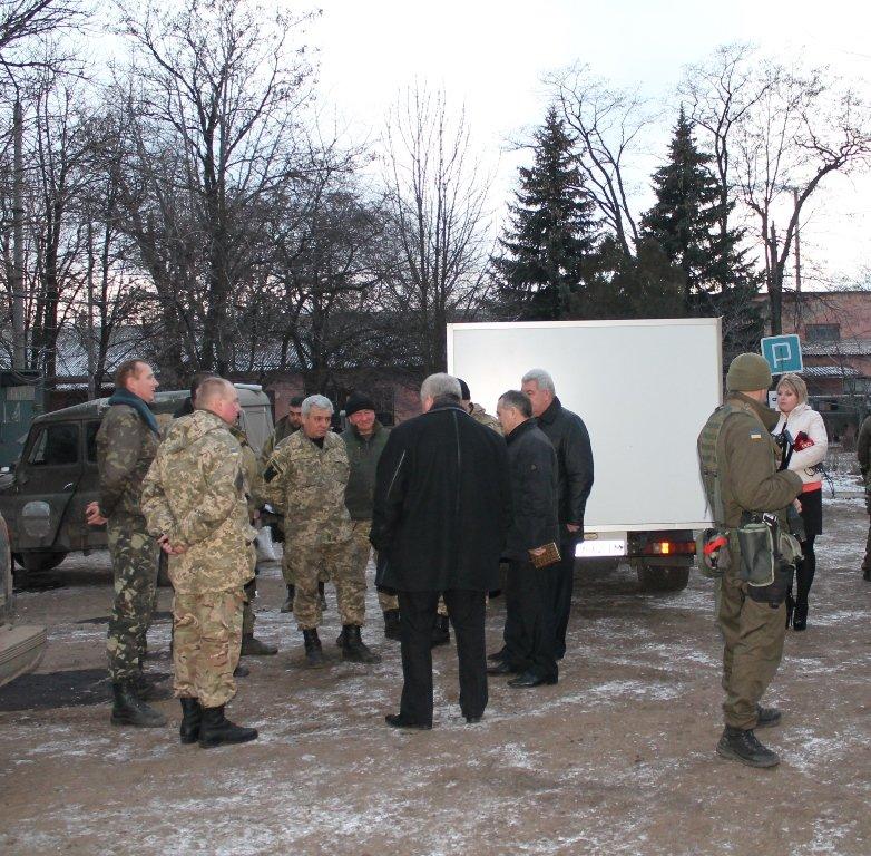 Украинские военные в Артемовске получили продовольствие и предметы первой необходимости, фото-1