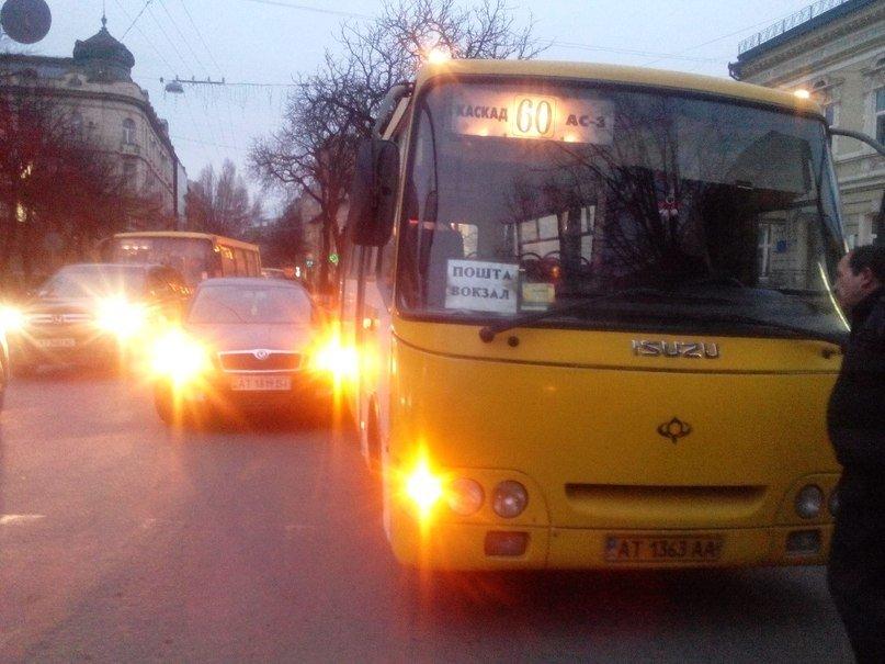 Маршрутка і «Skoda» не поділили дорогу (ФОТОФАКТ) (фото) - фото 2