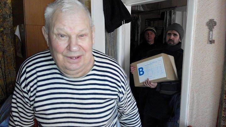 Волонтеры продолжают помогать авдеевцам (фото), фото-5