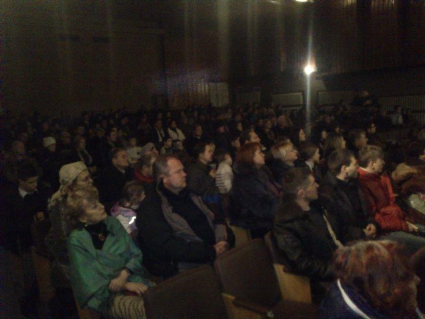В Днепродзержинске состоялся благотворительный концерт «А рядом война», фото-8