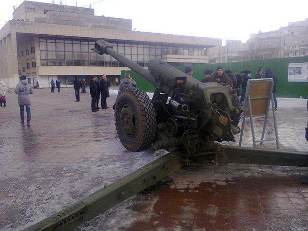 В центре Симферополя выставили военную технику (+ ФОТО) (фото) - фото 1