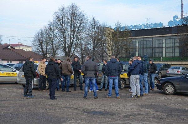 Разборки таксистов в Гродно: новое такси из Бреста снизило цены, чтобы наработать клиентуру, фото-1