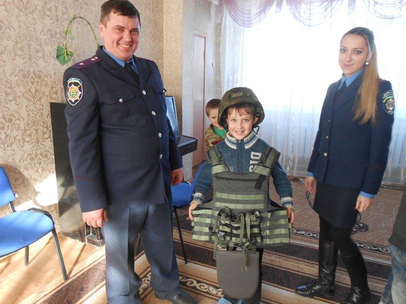 Добропольские правоохранители помогают воспитывать юных патриотов своей родины (фото) - фото 2