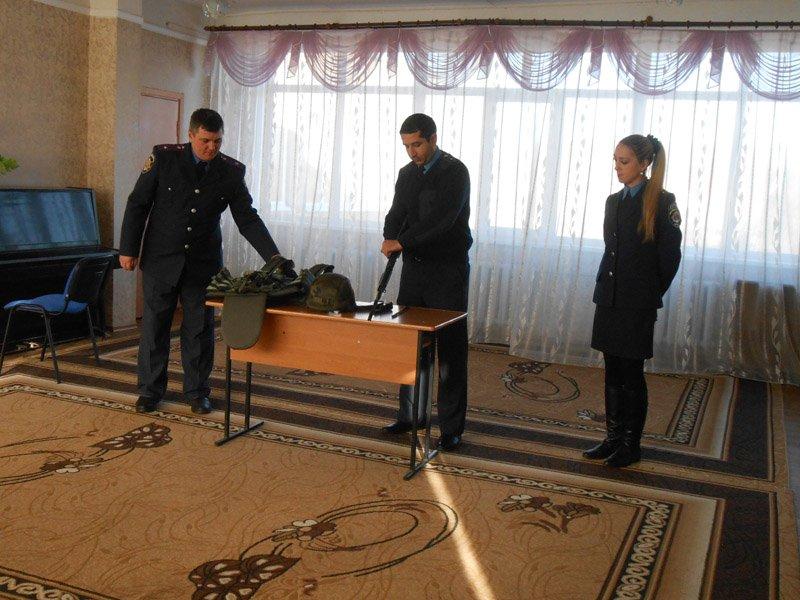 Добропольские правоохранители помогают воспитывать юных патриотов своей родины (фото) - фото 1