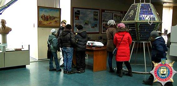 Днепропетровские милиционеры устроили для детей из Авдеевки увлекательную экскурсию (фото) (фото) - фото 1