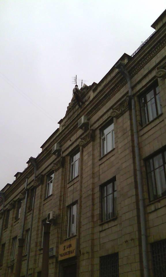 Зображення серпа й молота зняли з житомирського будинку Укоопспілки, фото-1