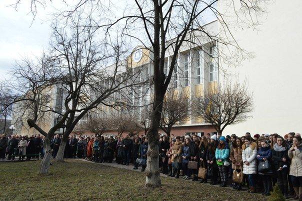 В Івано-Франківську Героїв Небесної сотні вшанували віче-реквіємом (ФОТО), фото-2