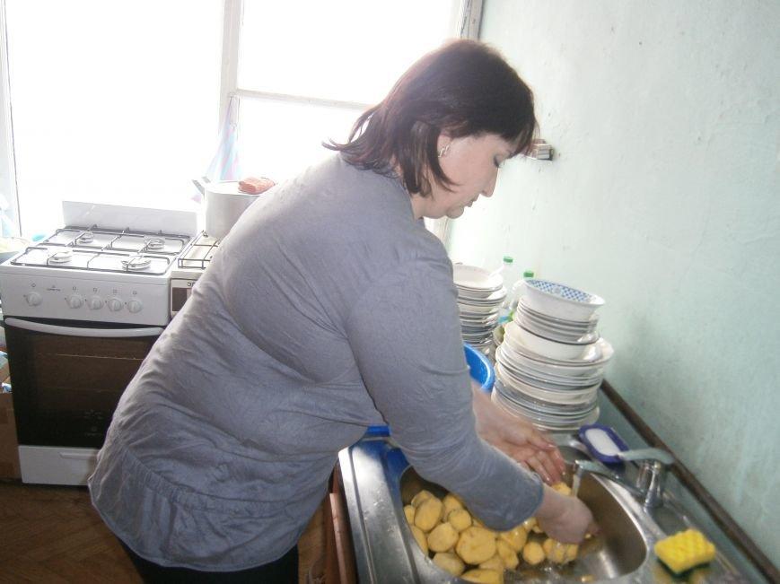 Губернатор области посетил центр размещения переселенцев в Добропольском районе (ФОТОРЕПОРТАЖ) (фото) - фото 17