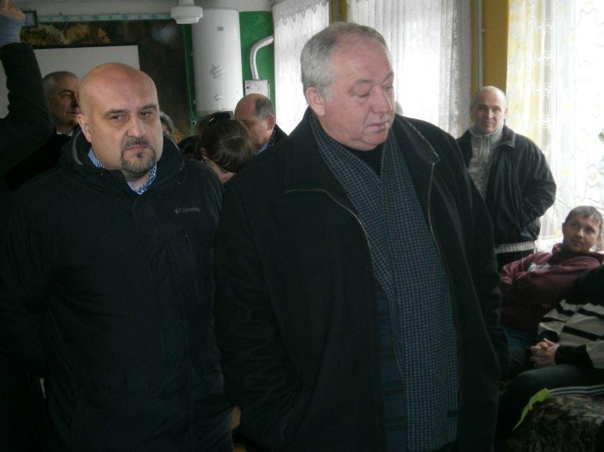 Губернатор области посетил центр размещения переселенцев в Добропольском районе (ФОТОРЕПОРТАЖ) (фото) - фото 15