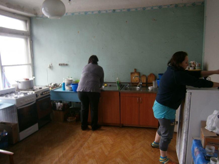 Губернатор области посетил центр размещения переселенцев в Добропольском районе (ФОТОРЕПОРТАЖ) (фото) - фото 18