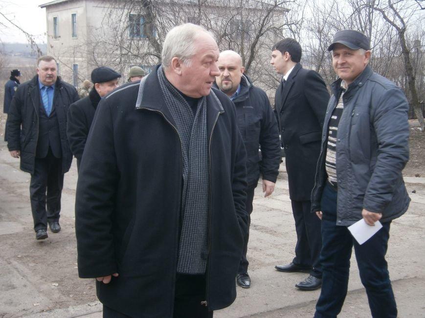 Губернатор области посетил центр размещения переселенцев в Добропольском районе (фото) - фото 2
