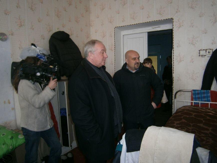 Губернатор области посетил центр размещения переселенцев в Добропольском районе (фото) - фото 25