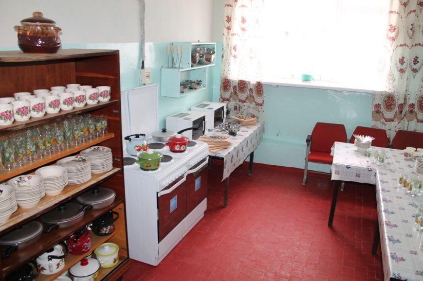 В Артемовске для общежития, где проживают переселенцы, привезли посуду и кухонную утварь, фото-3