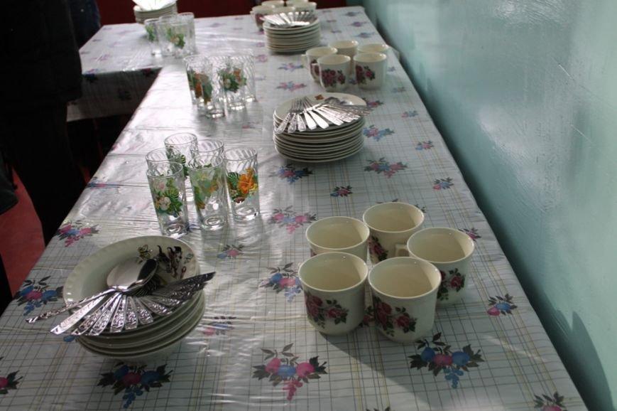В Артемовске для общежития, где проживают переселенцы, привезли посуду и кухонную утварь, фото-4