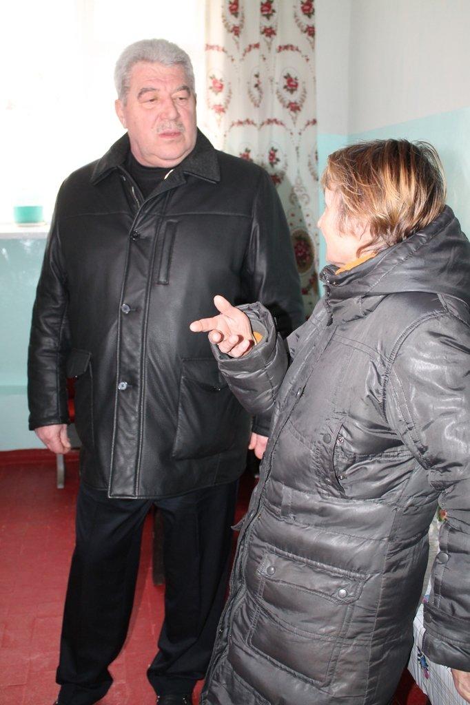 В Артемовске для общежития, где проживают переселенцы, привезли посуду и кухонную утварь, фото-1