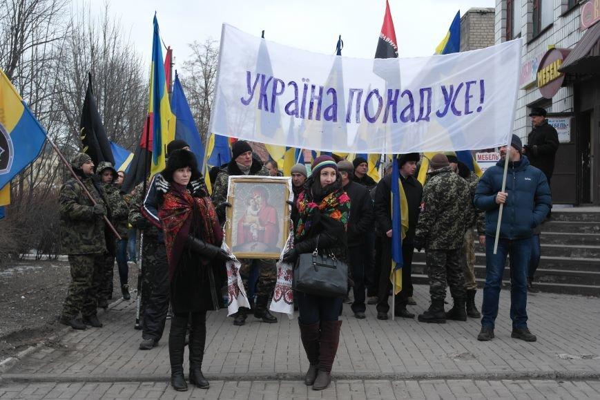 Красноармейск почтил память Героев Небесной сотни и воинов АТО (фото) - фото 4