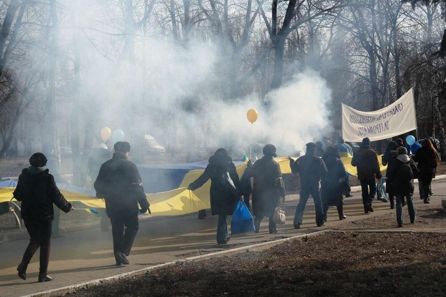 Красноармейск почтил память Героев Небесной сотни и воинов АТО (фото) - фото 13