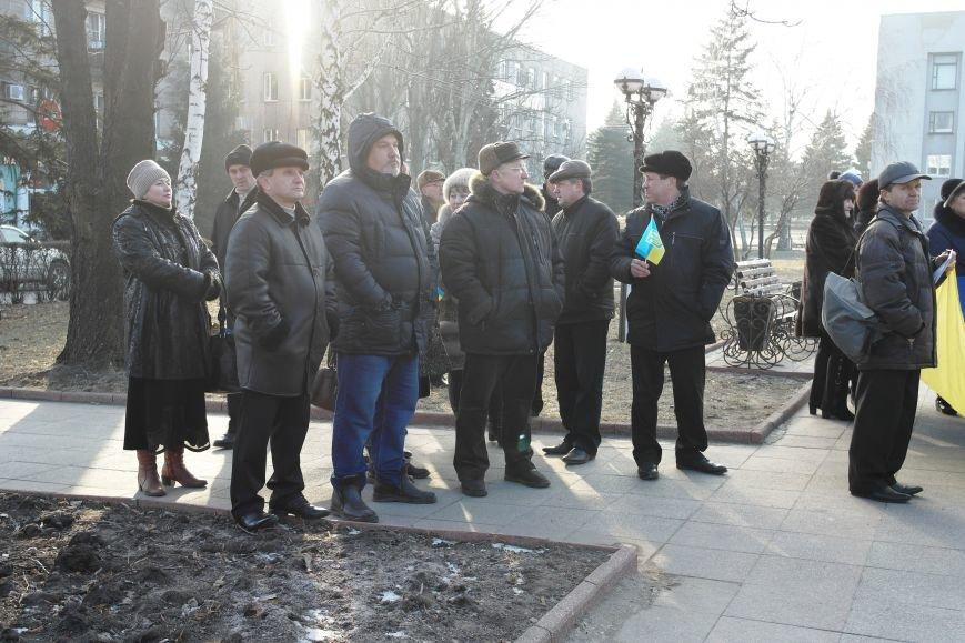 Красноармейск почтил память Героев Небесной сотни и воинов АТО (фото) - фото 27