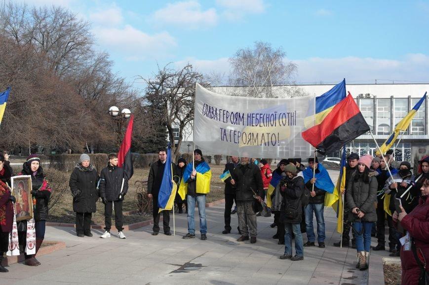 Красноармейск почтил память Героев Небесной сотни и воинов АТО (фото) - фото 19
