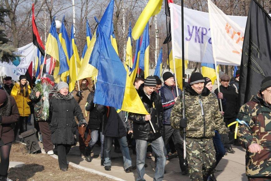 Красноармейск почтил память Героев Небесной сотни и воинов АТО (фото) - фото 14
