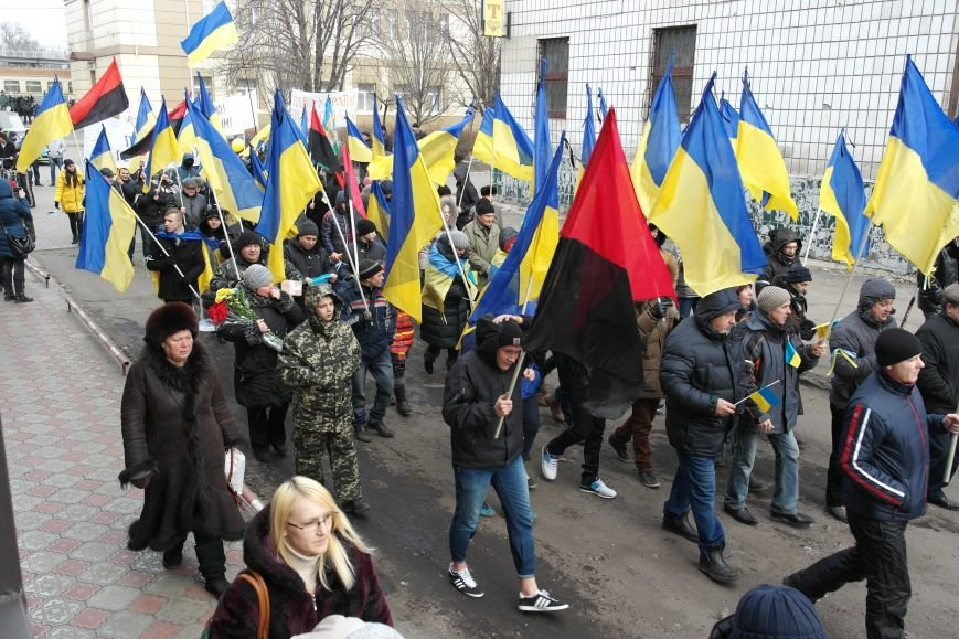 Красноармейск почтил память Героев Небесной сотни и воинов АТО (фото) - фото 6