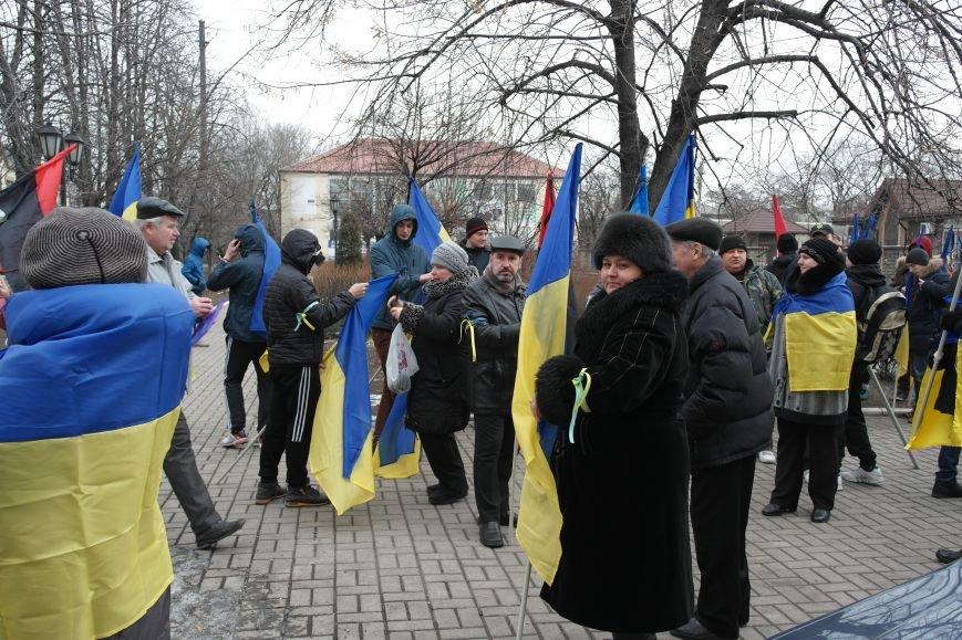 Красноармейск почтил память Героев Небесной сотни и воинов АТО (фото) - фото 2