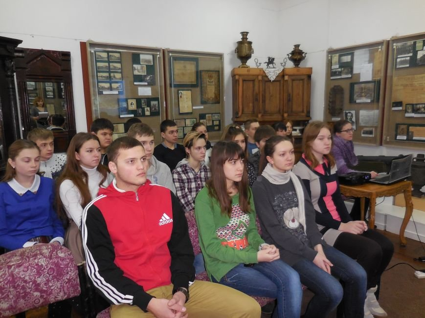 В историческом музее школьникам рассказали о Героях Небесной Сотни (фото) - фото 3