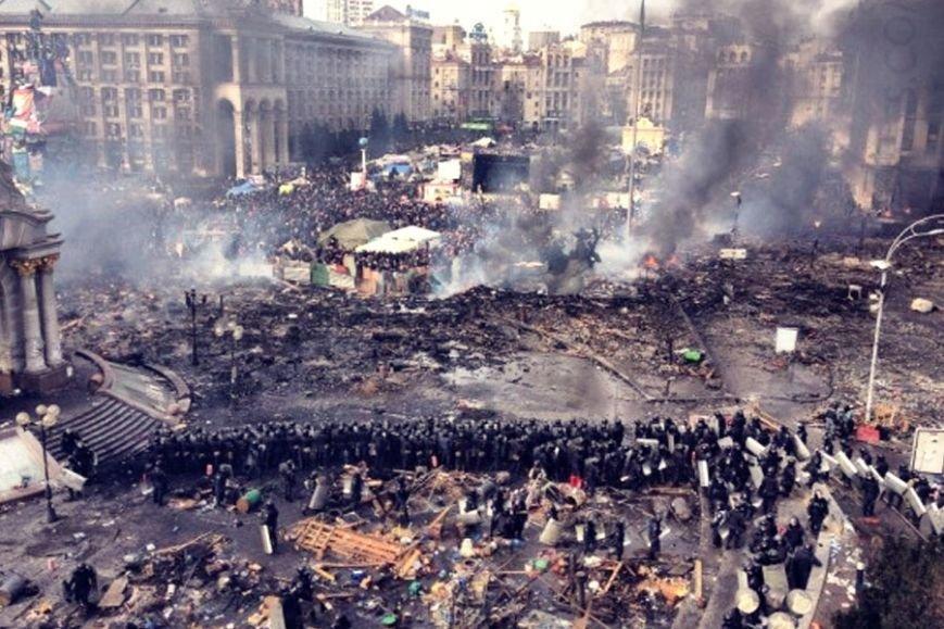 Одесситы на революционных киевских баррикадах год назад: как это было (фото) - фото 1