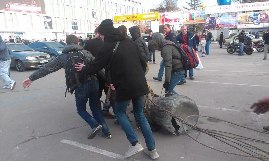 Падение «вождя» в Днепропетровске: как это было год назад (ФОТО) (фото) - фото 7