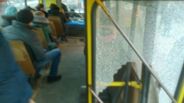 У Львові автобус із розбитим склом перевозить пасажирів (ФОТО), фото-1