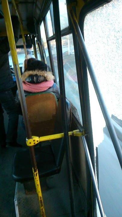 У Львові автобус із розбитим склом перевозить пасажирів (ФОТО), фото-2