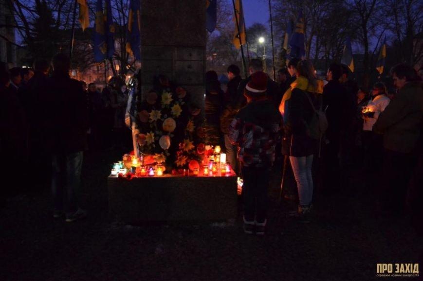 В Ужгороді вшанували героїв Небесної Сотні (ФОТОРЕПОРТАЖ) (фото) - фото 18