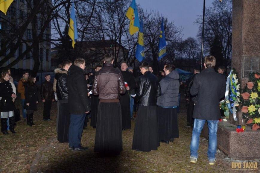 В Ужгороді вшанували героїв Небесної Сотні (ФОТОРЕПОРТАЖ) (фото) - фото 15