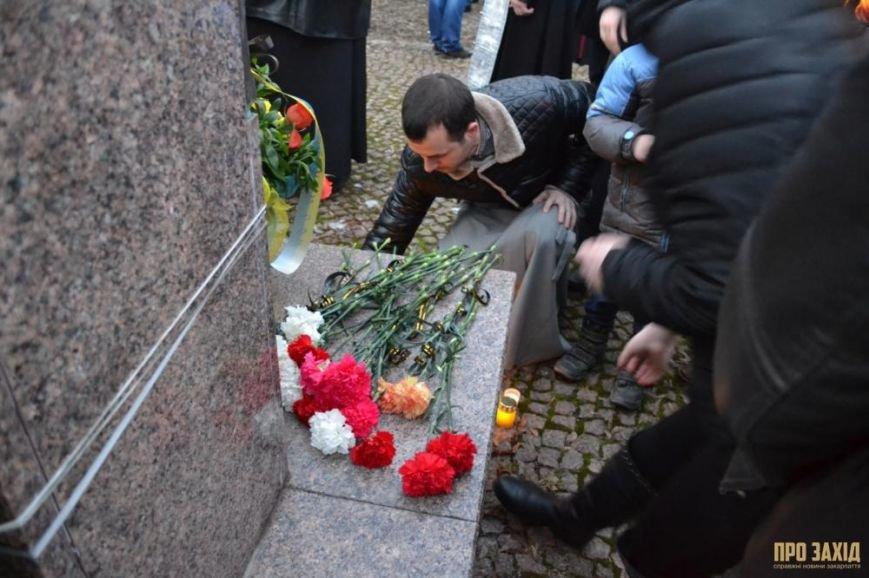 В Ужгороді вшанували героїв Небесної Сотні (ФОТОРЕПОРТАЖ) (фото) - фото 16