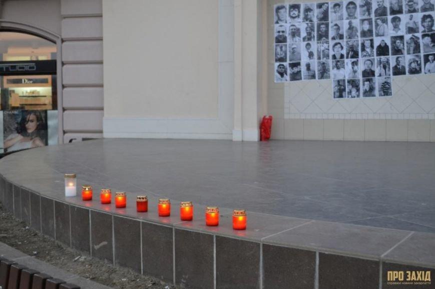 В Ужгороді вшанували героїв Небесної Сотні (ФОТОРЕПОРТАЖ) (фото) - фото 10